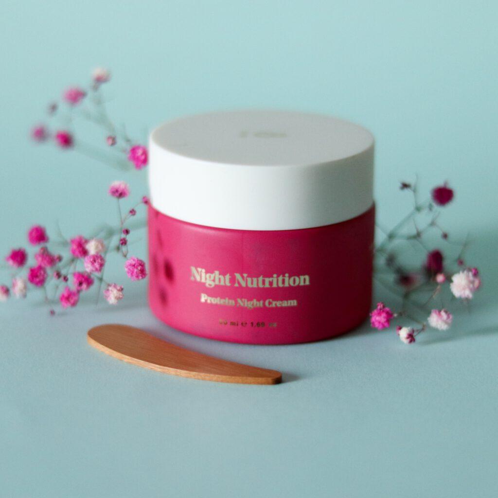 Bybi Beauty Night nutrition yövoide tekee ihosta pehmeän ja todella kosteutetun.