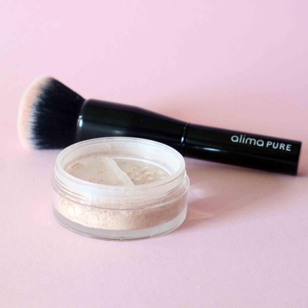 Alima Puren mineraalimeikkipuuteri on opiva meikkipohja kaikille ihotyypeille.